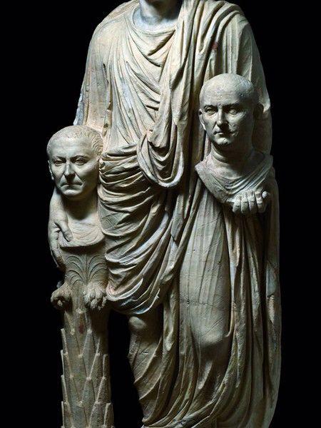Statua Barberini , fine I secolo a.C. Marmo , altezza 165 cm . Roma, Musei Capitolini .