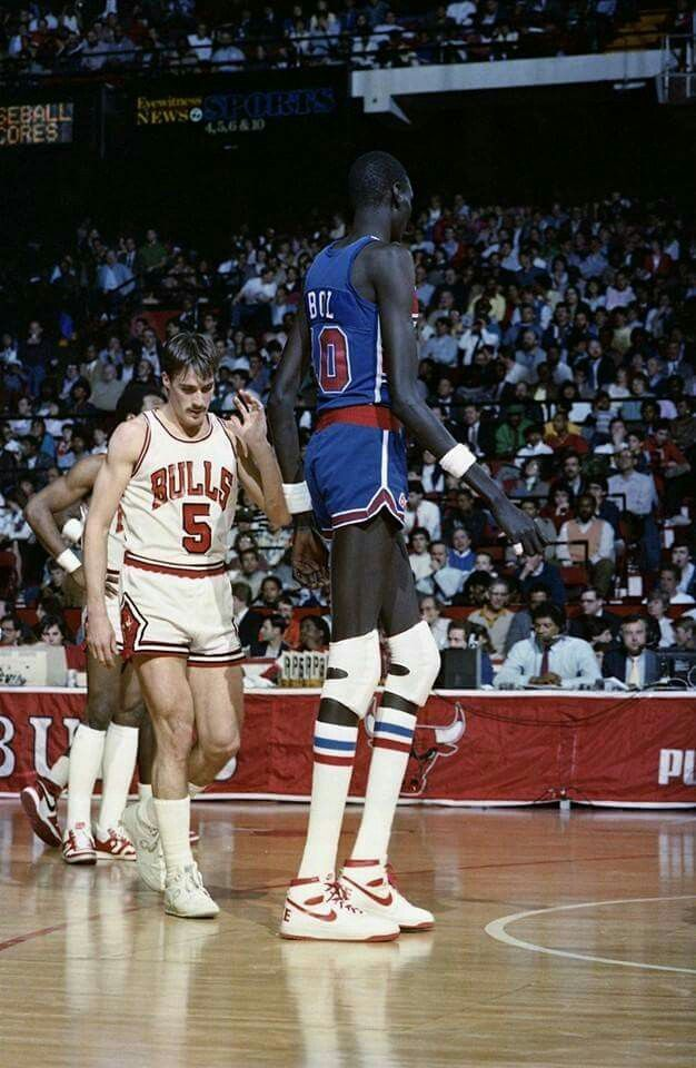 John Paxson and Manute Bol in Chicago.