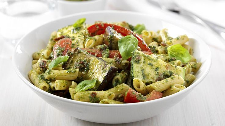Verse pasta met geroosterde groenten en pesto | VTM Koken - heerlijk! Vandaag klaar gemaakt.