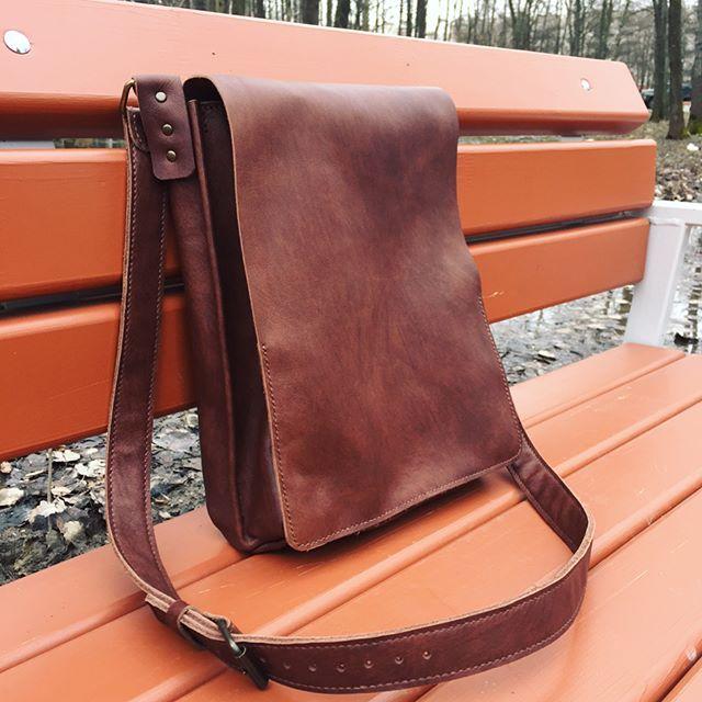 Мужская сумка через плечо с двумя основными отделами. Выполнена на заказ  #leather #accessory #handmadе #leathercraft #bags #bag