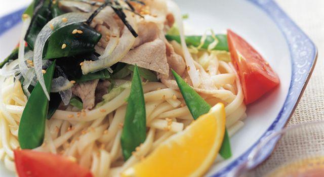 ごま風味の冷しゃぶサラダうどん レシピ | ボブとアンジー