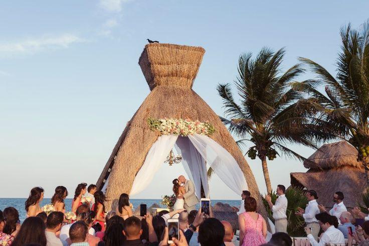 Breathtaking Cancun Wedding at Dreams Riviera, MX Photographer:  Quetzal Wedding Photo/