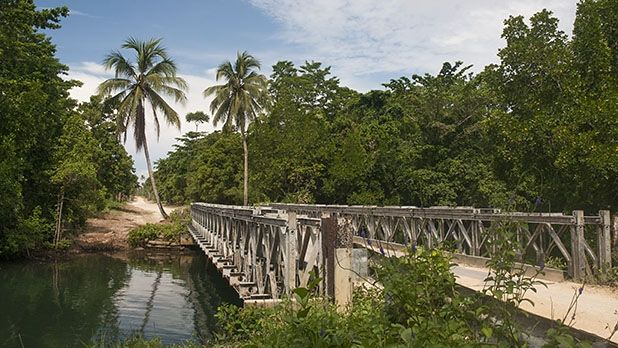 At approximately 193 kilometres long, the Boluminski Highway offers cyclists both a sealed road and a crushed white coral surface from Bol Village.  https://gudmundurfridriksson.wordpress.com/2016/03/03/pedalling-png/