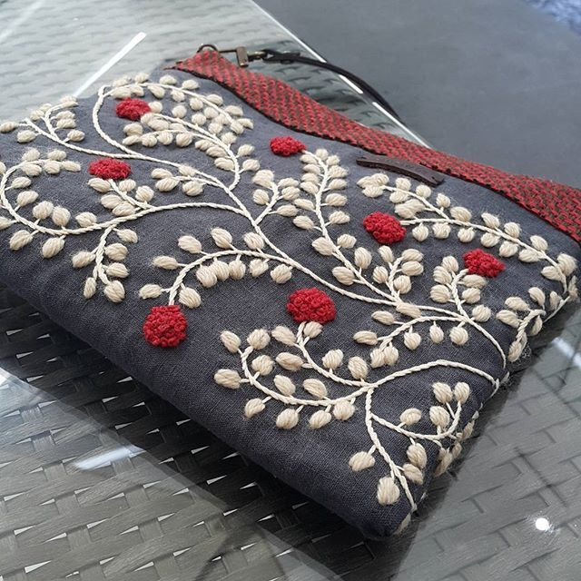 Crossbag, red hand embroider Style | This would be a manageable project with embroidery over a printed fabric.
