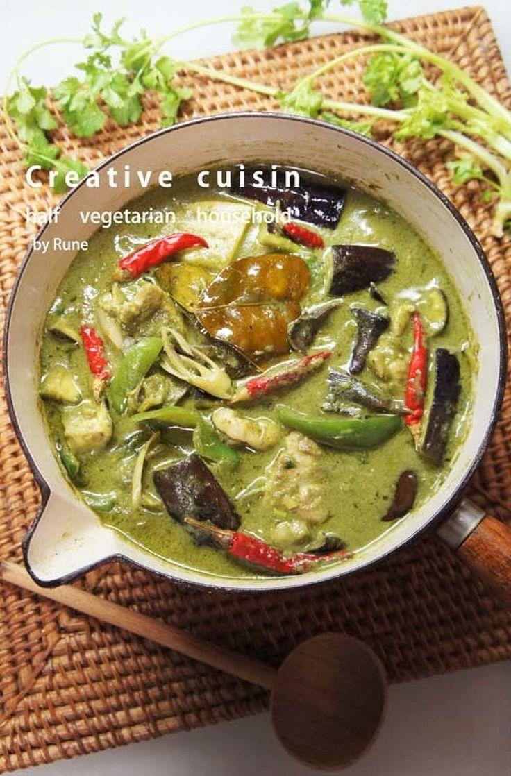 ほうれん草グリーンカレー by ルネ吉村 / 簡単に出来るほうれん草入りのグリーンカレーです。野菜がたっぷりと入っているので植物繊維が豊富。腸内が喜ぶレシピです。また、レモングラスも入れたので本格的なカレーです。 / Nadia
