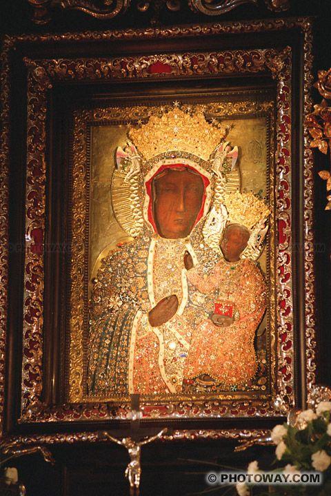 Icone de la Vierge noire de Czestochowa - Czestochowa est une ville connue dans le monde entier, grâce à la présence dans le monastère des Pères Paulins à Jasna Góra de l'image miraculeuse de la Vierge de Czestochowa, l'icône de la Madone Noire. C'est vers elle que des milliers de gens effectuent un pèlerinage. Les pèlerins ont fait de Czestochowa un des centres majeurs de pèlerinage dans le monde.