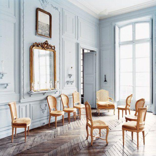 un gris bleu de prusse dans un salon classique - Decoration Salon Classique