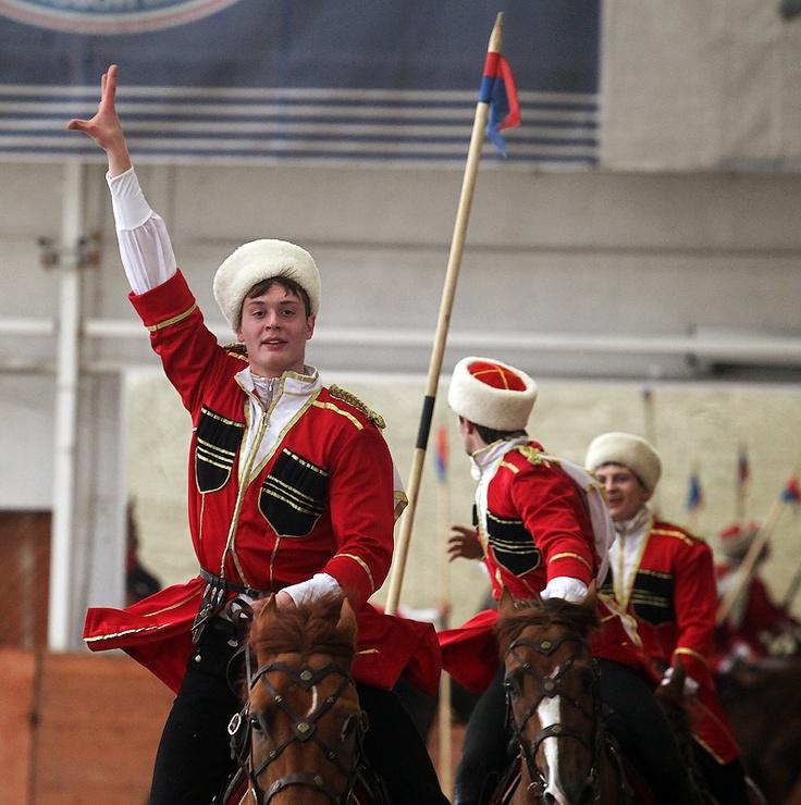 Специальный показ программы выступления совместной команды Кавалерийского почетного эскорта Президентского полка и «Кремлевской школы верховой езды», подготовленной для участия в торжествах в Великобритании, посвященных празднованию Бриллиантового юбилея Королевы Елизаветы II. Фото: Денис Абрамов/Ведомости