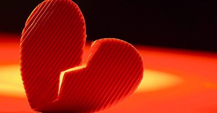 Cómo superar a un infiel y mentiroso. Recuperarse luego de terminar con un mentiroso e infiel suele ser difícil, pero no imposible. Es probable que salgas de la situación siendo una mejor persona y más fuerte que antes. Algunos pasos son más fáciles que el resto; es más difícil identificar tus defectos que mantenerse ocupado. Cuanto más esfuerzo pongas en sanar tu corazón, más rápido ...