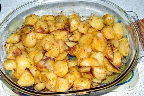 La meilleure recette de Pomme-de-terre Agata Au Four! L'essayer, c'est l'adopter! 4.9/5 (10 votes), 13 Commentaires. Ingrédients: - 8 Grosses Pommes-de-Terre Agata - 2 Gousses d'Ail - 2 càc d'Herbes de Provence - 2 càc de Paprika - 4 càs d'Huile d'Olive - Sel - Poivre aux 5 baies