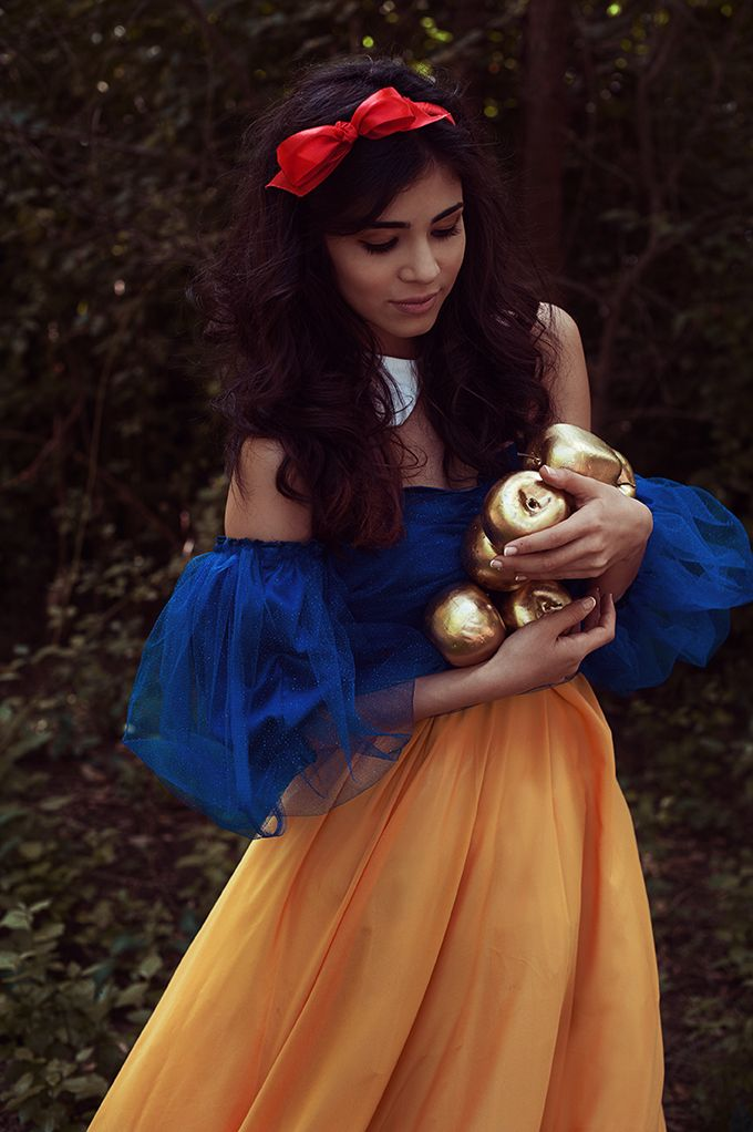 ...Snow White with enchanted golden Apples...