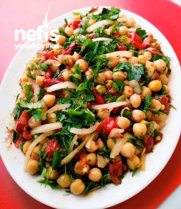 Nohut Salatası ( Közlenmiş Biberli) #nohutsalatası #salatatarifleri #nefisyemektarifleri #yemektarifleri #tarifsunum #lezzetlitarifler #lezzet #sunum #sunumönemlidir #tarif #yemek #food #yummy