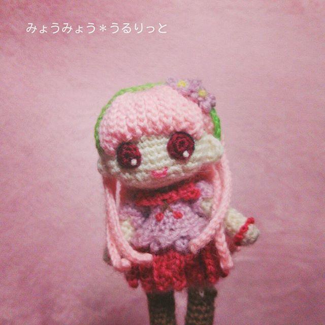 さらさらストレートロングヘアの子完成しました♪ この子も桜なイメージの女の子です!  #あみぐるみ #amigurumi #amigurumidoll #ヒトガタ #かぎ針編み #crochet #ハンドメイド #handmade