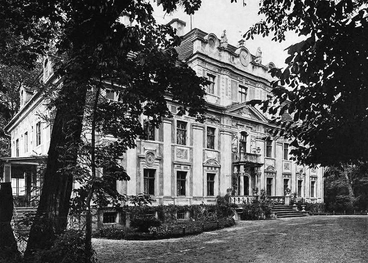 Parchów (powiat Polkowice) Barokowy pałac z 1740 roku zaprojektowany przez Martina Frantza. Zapierał dech znakomitą dekoracją sztukatorską, kunsztem ornamentów roślinnych, ozdób o tematyce mitologicznej i bogatym wystrojem rzeźbiarskim na elewacjach.