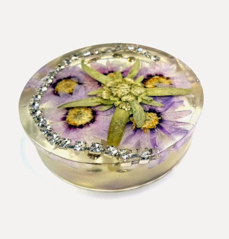 Resin Crafts: More Paperweights With EasyCast Resin and Edelweiss flower.