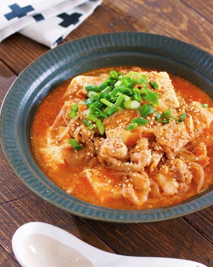 煮るだけ5分♪『豚バラ豆腐ともやしの韓国風ごま味噌スープ』 by Yuu / 「豆腐」×「もやし」×「豚バラ」を使った身体がポカポカ温まる、ピリ辛韓国風スープ。いつもは、豚バラともやしで作ることが多いのですが今回は、お豆腐も加えてボリュームアップ♪食べ応え抜群な上にお財布にやさしくコスパも抜群。お鍋に材料を入れてあとは5分ほど煮るだけ...ととーっても簡単ですので機会がありましたらぜひぜひ、お試しくださいね( ´艸`) / Nadia