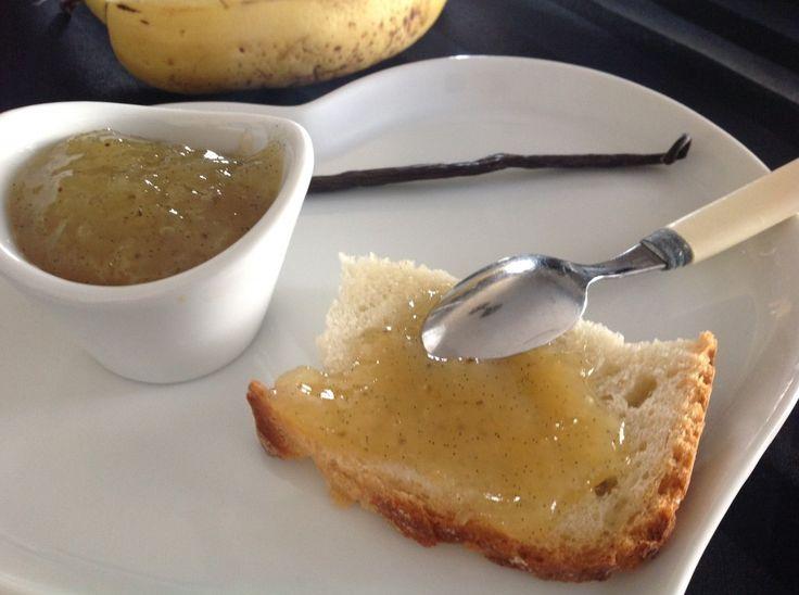 Ingrédients: ( d'après une idée recette extraite de: ) – 250 grammes de bananes pesées sans la peau (une façon d'utiliser des bananes qui commencent à être très mûres!) – 1 cuillère à soupe de jus de citron – 200 grammes de sucre à confiture type confisuc – 1/2 gousse de vanille (facultatif 1 cuillère à café de rhum ambré) …