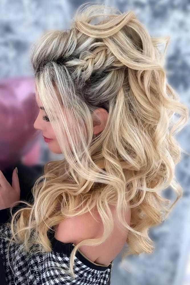 30 wunderschöne, halb geflochtene Frisuren für deinen Abschlussball #PromHairstyles, #bal #Hairstyles #frisuren # half