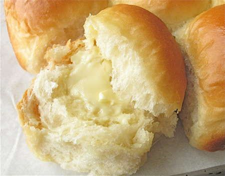 Golden Pull-Apart Butter Buns– The perfect soft, buttery dinner roll.