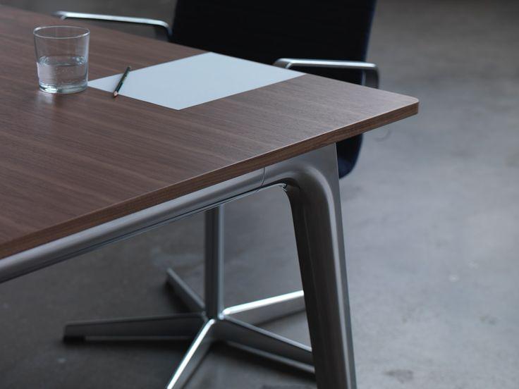 Pluralis meeting table. Fritz Hansen, design Kasper Salto