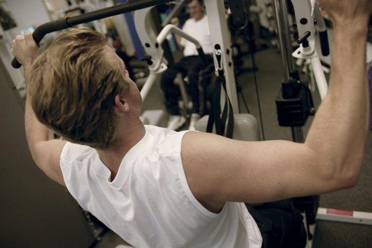 Ejercicios de jalones laterales para bíceps. El ejercicio de jalones laterales es tradicionalmente usado para entrenar los músculos de tu espalda; sin embargo, puede ser modificado para poner una mayor cantidad de esfuerzo en tus bíceps. Esta carga aumentada en los bíceps puede llevar a una mayor ...