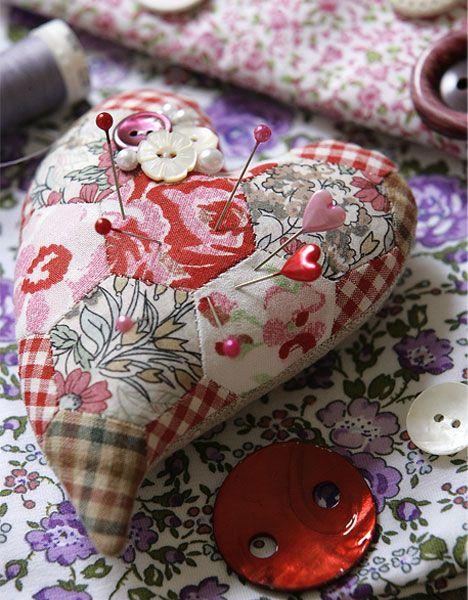 Hjertenålepude i patchwork