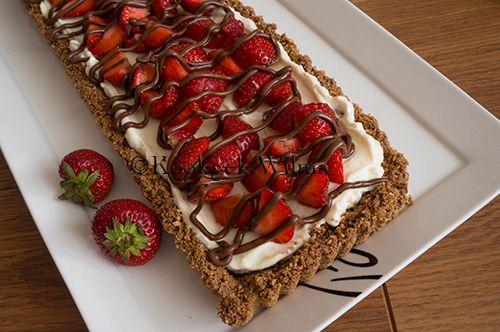 Toen ik deze taart de eerste keer maakte, serveerde ik het als dessert na een etentje met vrienden. Best eng, want ik had de taart niet geproefd, maar ging er gewoon van uit dat deze erg lekker was…