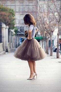 BOY, that skirt would be fun. I wants it..