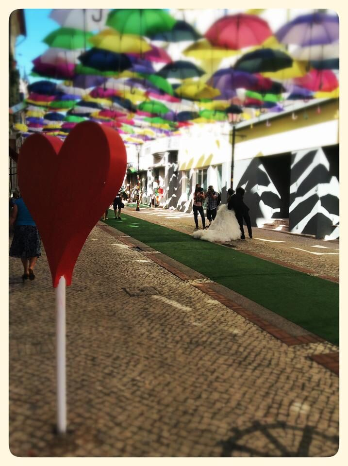 Umbrellas + Color + Sun + Concerts + Street Art + Fun + Friends + Love = @agitagueda ❤️ #agitagueda #agitagueda2014 #agueda #jasofaltastu #music #concerts #umbrellas #streetart #umbrellaskyproject #agueda #cmagueda #media #arteurbana #chapéus #céu #música #arteurbana