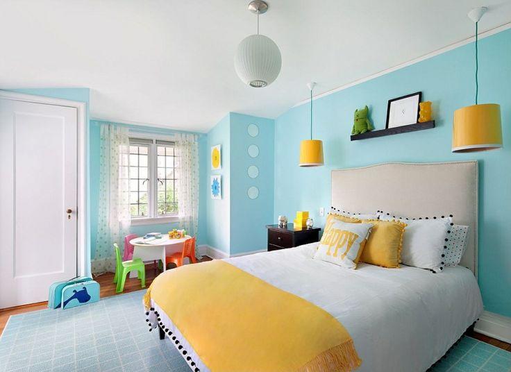 kinderzimmer farben hellblau idee gross bett gelb akzente