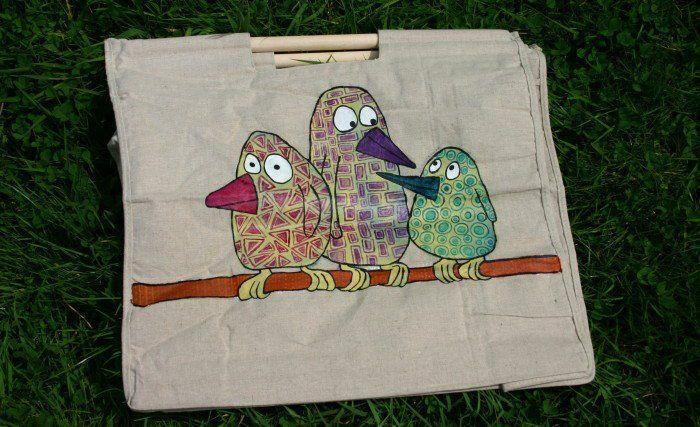 3 zouazos sur sac en lin, acrylique vinylique © Astrid Genette