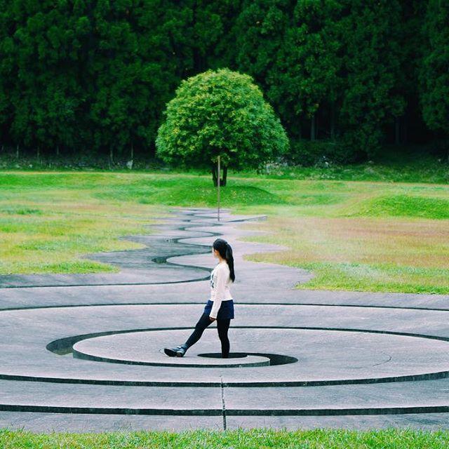 【xx22ww24】さんのInstagramをピンしています。 《撮影日:2016.10.23 * 『うずまき/少女』 * #フルさんとゆかいな仲間たち  #フルハウス秋ツアー #芸術の森 #奈良 #アート #森 #team_jp #team_jp_西 #ig_japan #photo_turkey #IGersJP #theworldshotz #wu_japan #ig_masterpiece #best_photogram #ig_photooftheday #lovers_nippon #reco_ig #arteemfoco * * 昨日、カメラ店で マッキー(カメラ仲間)にタクマーのこと教えて貰ったり、タクマー55mm買ったどw🎵SMCは新しい方なんけど、古い方がフレアやゴースト、もっとも綺麗らしいなんや😗 ネットでM42 マウントアダプター 注文完了🎵 マッキーありがとー🎵😁✨》