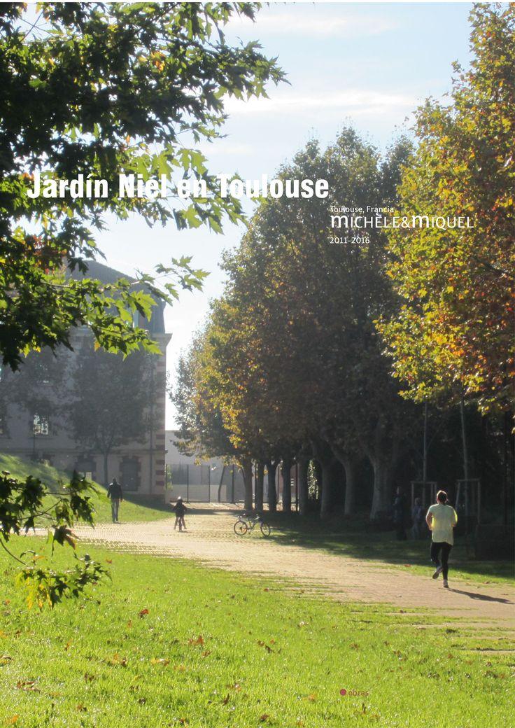 Jardín Niel en Toulouse. michèle&miquel | TECTÓNICAblog  El cuartel Niel era un antiguo recinto militar construido a finales del siglo XIX. Unos cuarteles militares dos pabellones de entrada y el edificio de lEtat Major encerraban una gran plaza de armas rectangular de 220mx90m. A mediados del siglo XX fue abandonada y la plaza fue usada como aparcamiento.  La apropiación de este terreno por la municipalidad de Toulouse ha permitido iniciar una operación urbana que incluía la construcción de…