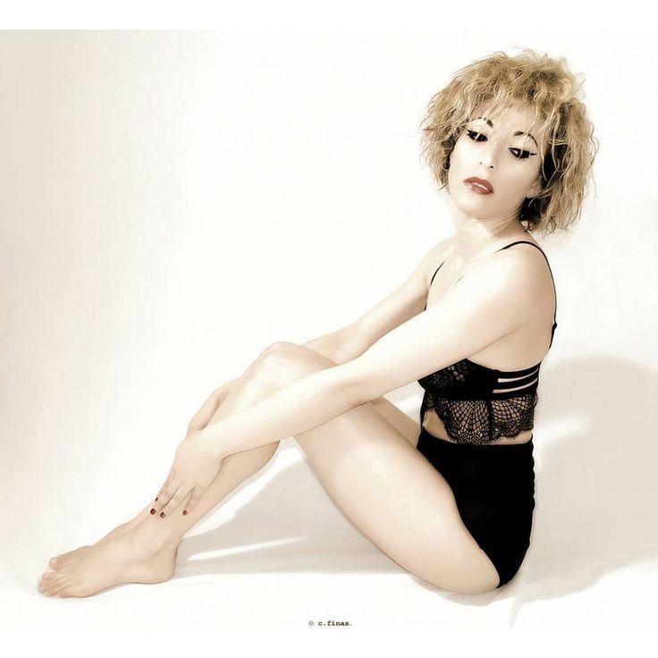 #woman #autoportrait #beproud #nikon #body #photography #portrait #retro #artisticnudes #hairstory #frohair #curly #wavy #dontcarehair #blondehair http://tipsrazzi.com/ipost/1523414804629474570/?code=BUkQbGDgs0K