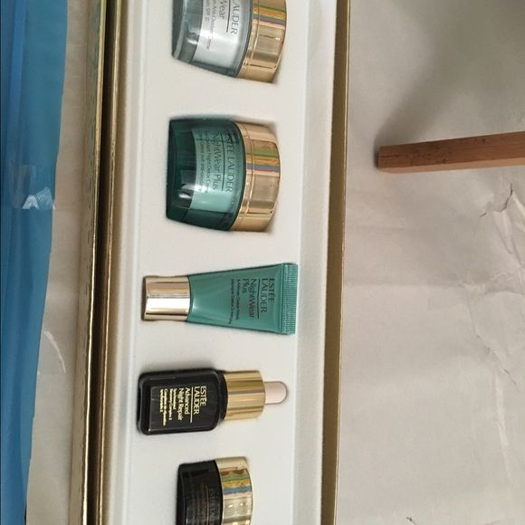Estée Lauder set day wear and night wear Got from Christmas last year Estee Lauder Accessories