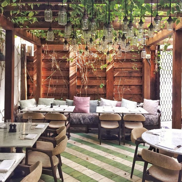 Brunching in South Beach is like anywhere else in the world, thanks to  Cecconi's Miami restaurant. Located inside the SOHO House South Beach, the  restaurant interiors provide a gorgeous backdrop for diners, bachelorette  parties, baby showers, engagements, and weddings.
