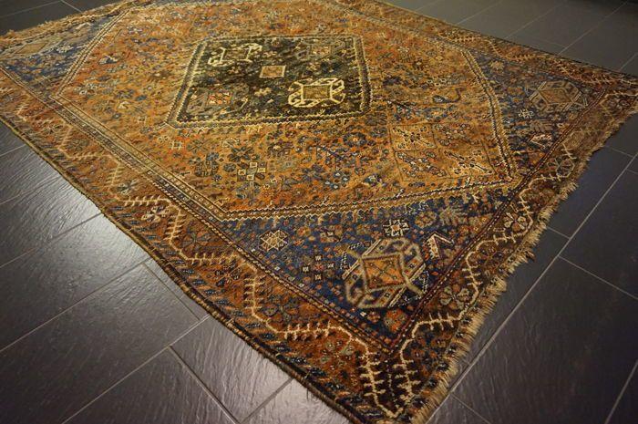 Tapijt Qashqai Shiraz nomad tapijt wol op wol Made in Iran 225X300cm  Handgeknoopte Perzische tapijt Qashqai nomad tapijt wol op wol gemaakt in IranMateriaal: Wol op wolExclusieve Perzisch tapijt.Handgeweven gegarandeerd.Provincie: Qashqai.Gemaakt in Iran.Wol op wol plantaardige kleuren.Ca. 250.000 knopen per vierkante meter.Het tapijt heeft de afmetingen 225 x 300 cm.Het tapijt is over het algemeen in gebruikte staat het tapijt heeft tekenen van slijtage zie XXL foto 'sHet tapijt worden…