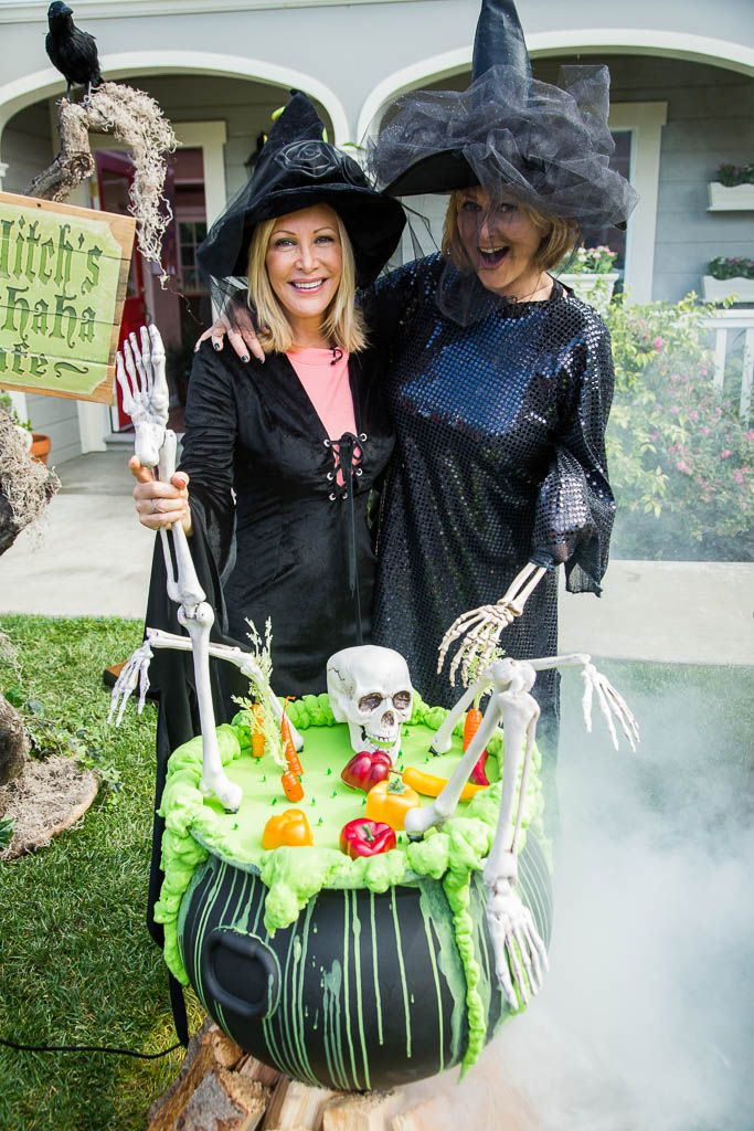 cristinacooks kym make a bubbling witchs cauldron for halloween homeandfamily - Hallmark Halloween Decorations