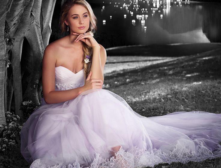Cendrillon, Blanche-Neige, Jasmine… Les robes de mariée des princesses de contes de fée nous font rêver. Découvrez notre sélection chic et romantique.