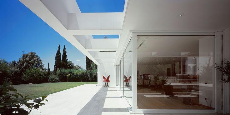 House inKifisia, Attica, Greece. Photo© Nicos Valsamakis.