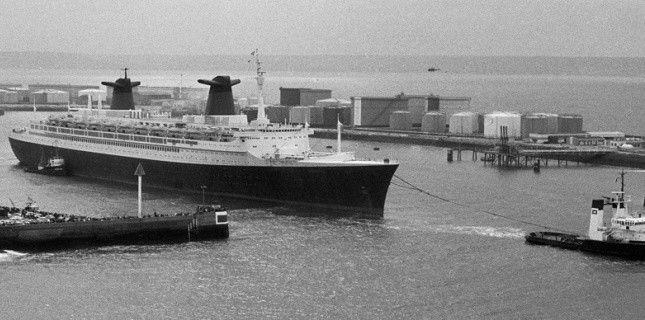 Le paquebot France au départ du port du Havre (Sipa)