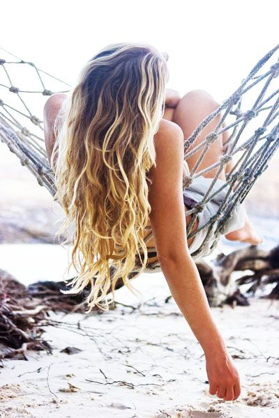 Learn how to make effortless waves in your hair with three easy hair tutorials.