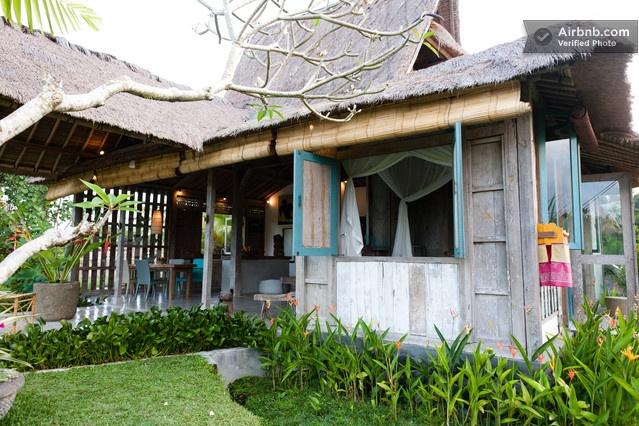 Hip, Loft-like Joglo in Rice Paddy in Ubud