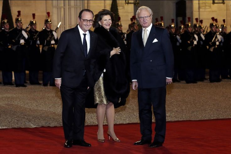 The King and Queen just arrived at the Elysée for the state banquet.