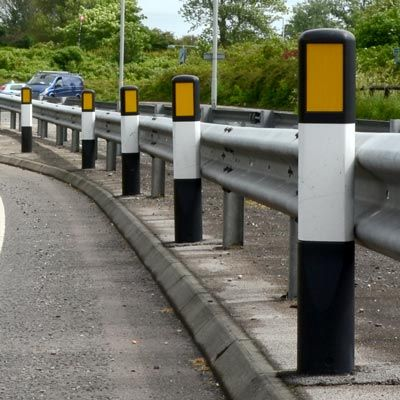 Hazardmaster™ Marker Post is a traditional black and white delineator, used to warn drivers of hazards on urban traffic calming schemes, achieving performance level NE4/100 and TSRGD 561 standard. #GlasdonUK #MarkerPost #RoadSafety  #HighwaysSafety