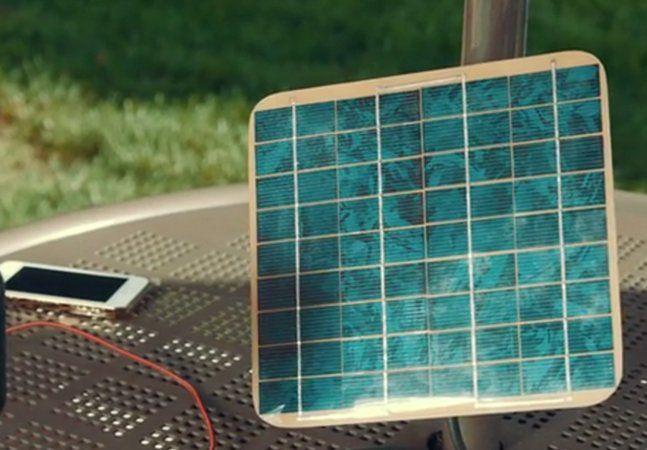 Usar a energia significa colocar algo na tomada, certo? Por mais que a energia solar seja utilizada em vários lugares do mundo, nós ainda não nos acostumamos a tê-la em nossas casas, em nossos bolsos. Mas se depender do Spor, isso vai mudar. Este projeto, que está no Kickstarter, utiliza energia solar para recarregar seus gadgets USB. Isso significa que você nunca mais irá ficar sem bateria no celular se houver um raio de sol por perto. Composto por uma placa solar e uma bateria de…