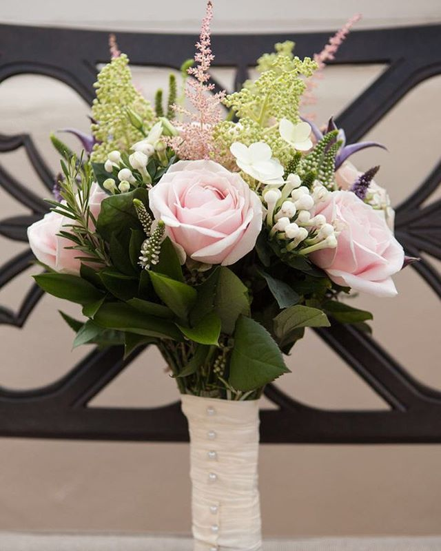 Beautiful flowers make everyone smile  . . . . . . #weddingphotographer #devonweddingphotographer #weddingdetail #naturallight #documentaryweddingphotographer #devonweddings #professionalphotographer #weddingphotography #bridalprep #springflowers #flowersofinstagram #fridayflowers #bridebouquet #bridalflowers #freshflowers #flowerinspiration #weddingflowers #weddingbouquet #bouquets #bridesmaidbouquet #prettyflowers #imgettingmarriedsoon #weddingplanner #weddingplanning #relaxedbride…