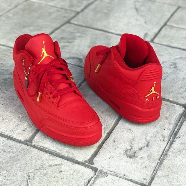 Custom 'Matte Red/Gold' 3s for the legendary @iam1cent..🔥📸🏀👟 #creativetastemaker #customkicks #qualitywork #jacquardproducts #lacelab #aglets #mattefinish #firered #gold #jordanbrand #airjordan3 #nicekicks #kickfeed #kickserd #dailysoles #sneakerwatch #sneakerfiles #complexsneakers #jumpmanexclusives #donebyquonito