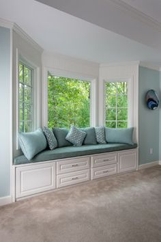 love the idea of a bay window seating area in the master bedroom - Bay Window Design Ideas