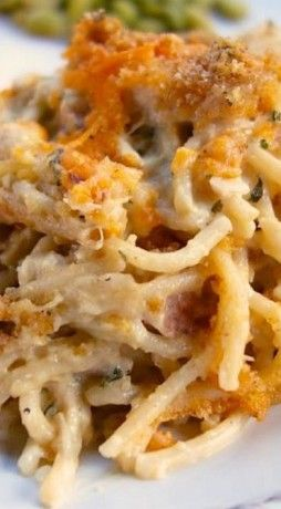Cheesy Chicken Spaghetti Casserole ~ The creamy rich casserole with gooey and crunchy topping will surely make your dinner guests drooling over it. Make it at least once and you will see how it vanishes from the table.